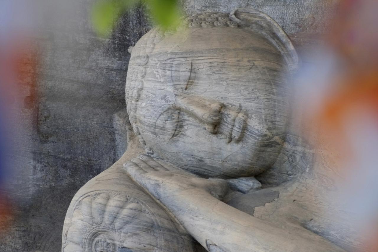 Lieg. Buddha